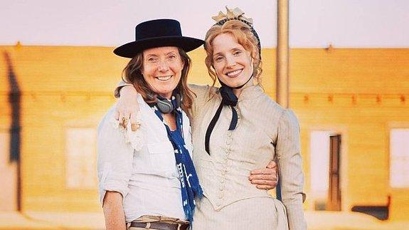Сюзанна Уайт иДжессика Честейн насъемках драмы «Женщина идет впереди»