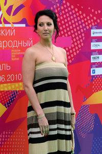 Алика Смехова в платье Missoni, украшения Carrera y Carrera