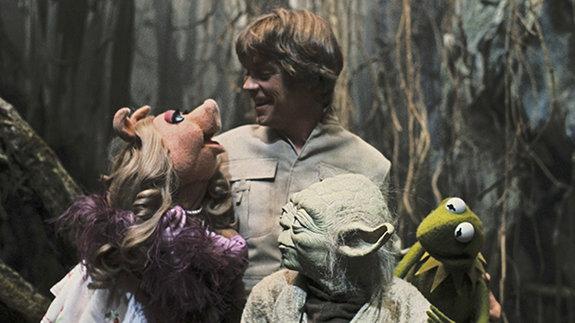 Марк Хэмилл в образе Люка Скайуокера с персонажами «Маппет-шоу»
