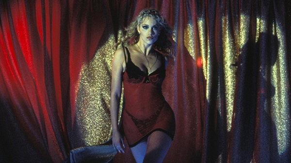 Элизабет Беркли в образе из фильма «Шоугелз» Пола Верховена