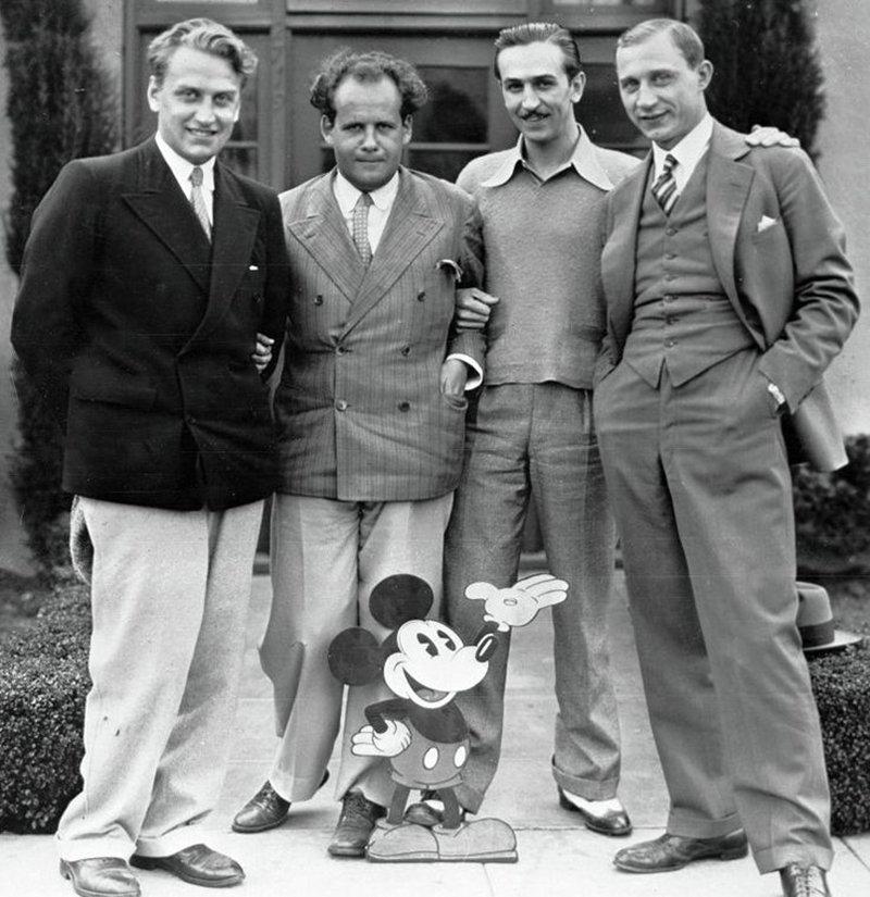 Сергей Эйзенштейн с Уолтом Диснеем, Александровым, Тиссэ и Микки Маусом в 1930 году