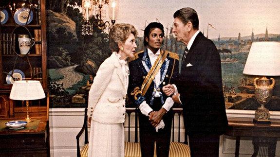 Нэнси Рейган, музыкант Майкл Джексон и президент США Рональд Рейган