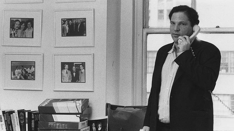 Харви Вайнштейн в офисе компании Miramax в 1989 году / Фото: Getty Images
