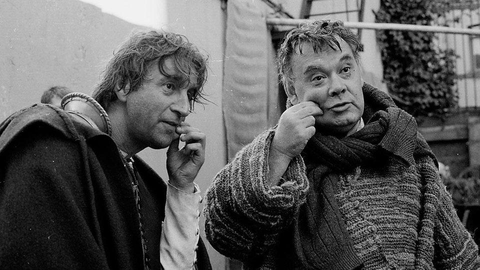 Алексей Герман и Леонид Ярмольник на съемках фильма «Трудно быть богом»