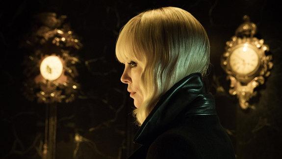 «Взрывная блондинка»