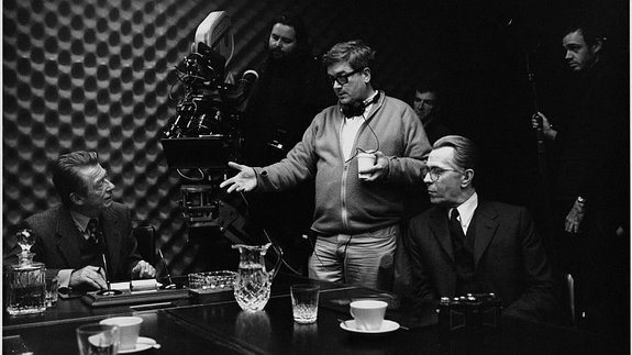 Томас Альфредсон насъемках фильма «Шпион, выйди вон!»