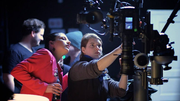 Аня Крайс (слева) на съемочной площадке