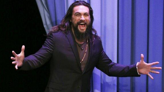 Джейсон Момоа крадет подружек у фанатов и на промо SNL