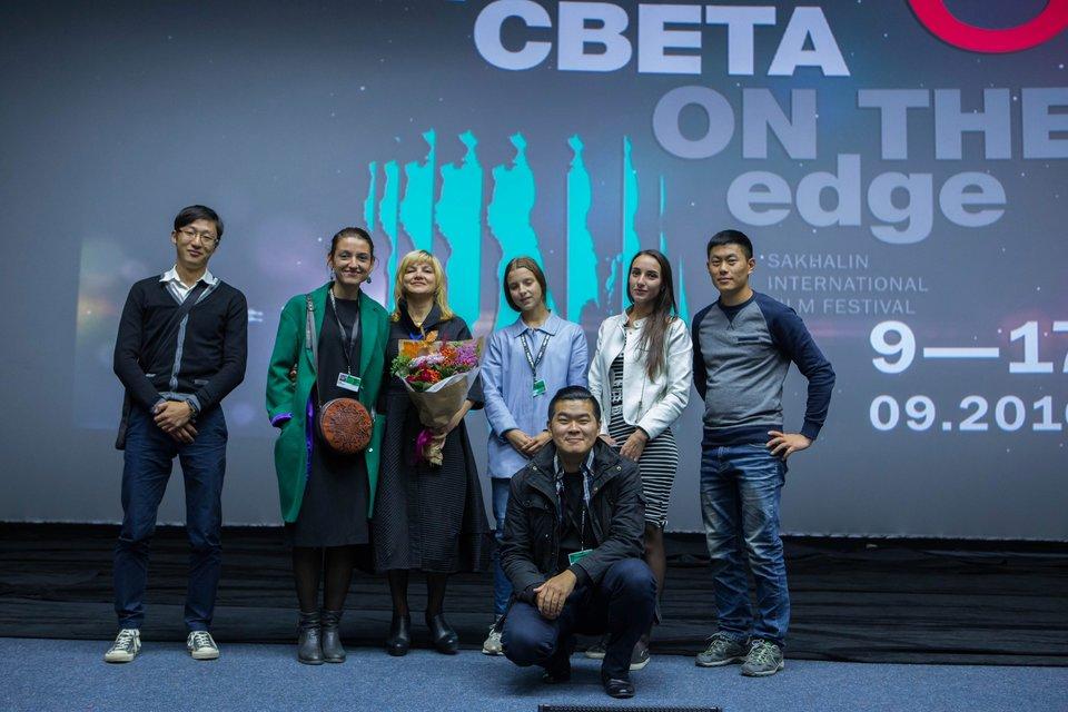 Игорь Ким со съемочной группой своего фильма «Притяжение»