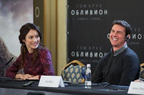 Ольга Куриленко и Том Круз