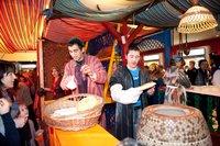 Узбекский рынок в фойе кинотеатра