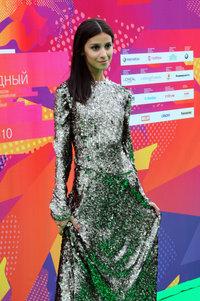 Равшана Куркова: платье Tony Ward, украшения Carrera y Carrera
