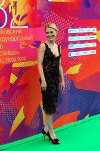 Виктория Толстоганова: платье Tony Ward, украшения Carrera y Carrera