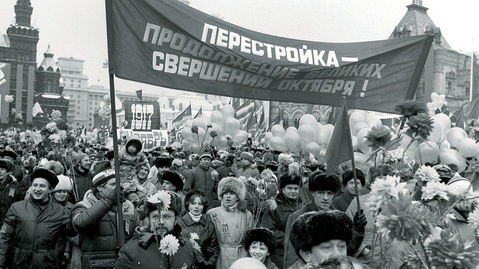 Традиционная ноябрьская демонстрация в перестроечной Москве