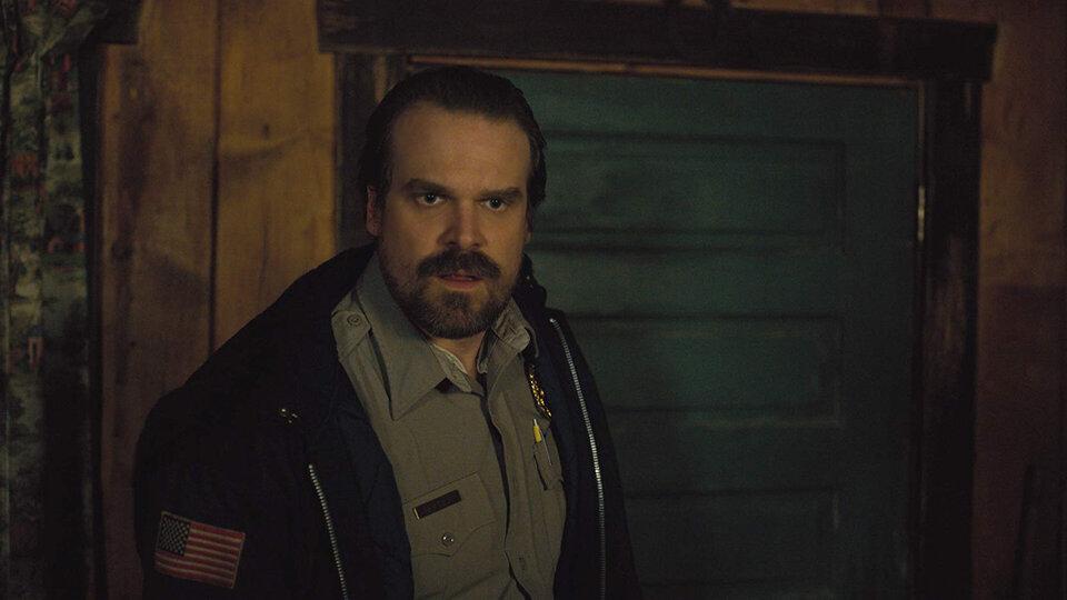 Дэвид Харбор в сериале «Очень странные дела»