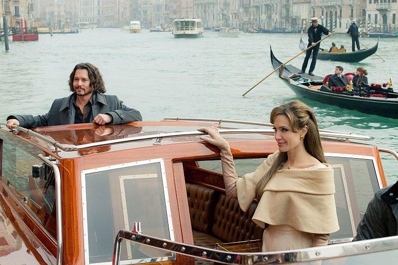 Этвуд одевала Джонни Деппа иАнджелину Джоли в«Туристе»