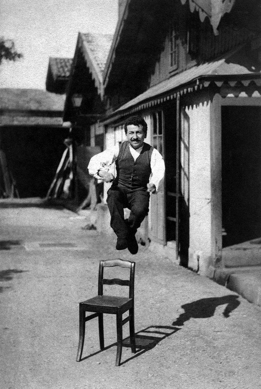 Огюст Люмьер позирует для своего брата, 1888 год