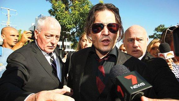 Депп в суде в апреле 2016-го по делу о контрабандной перевозке йоркширских терьеров в Австралию / Фото: Getty Images