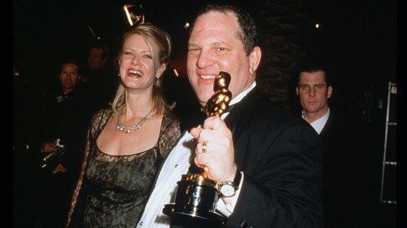 Харви Вайнштейн иего «Оскар» за«Влюбленного Шекспира»/ Фото: Getty Images