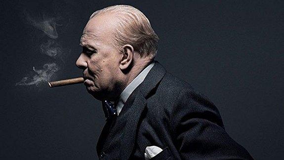 Гари Олдман в образе Черчилля