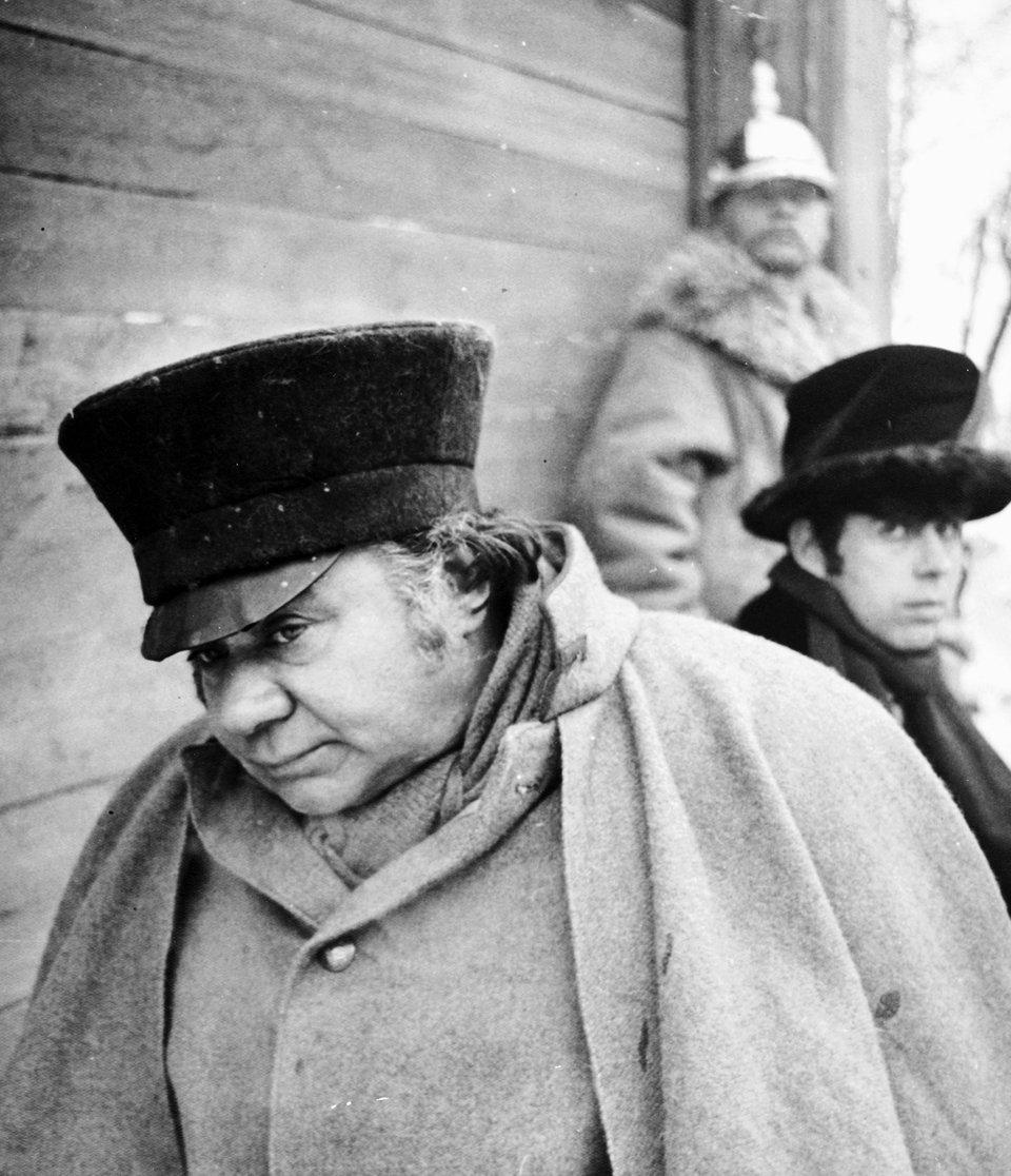 Евгений Леонов на съемках фильма «Женитьба». 1977 год / Фото: Самоэль Кацев
