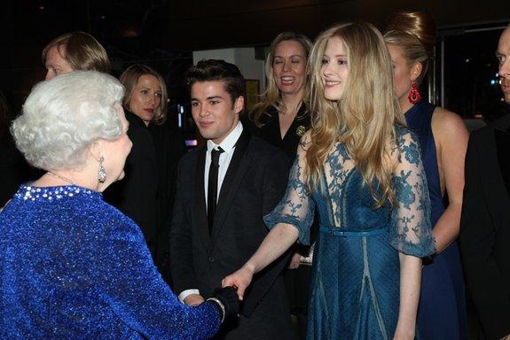 Королева Елизавета и Лаура Брент