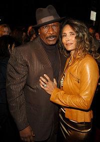 Винг Рэймс с женой