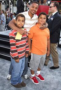 Кьюба Гудинг с сыновьями