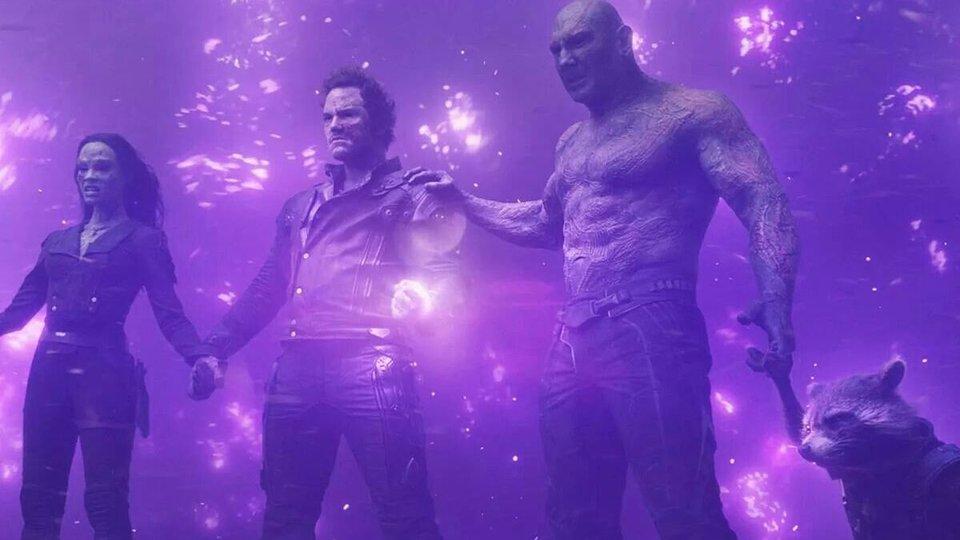 Питер Квилл в«Стражах Галактики», взяв Камень Силы, остался вживых благодаря своему отцу-целестиалу