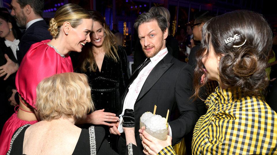 Король вечера Джеймс МакЭвой, Сара Полсон и другие девушки / Фото: Getty Images