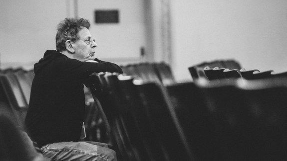 «Слова без музыки»: Отрывок изавтобиографии композитора Филипа Гласса