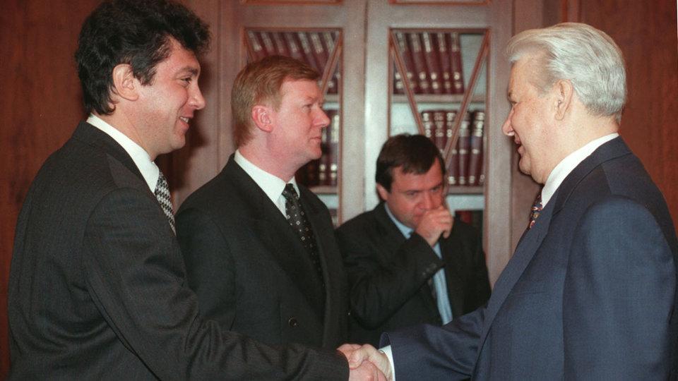 Борис Немцов с Анатолием Чубайсом и Борисом Ельциным / Кадр из фильма «Слишком свободный человек»