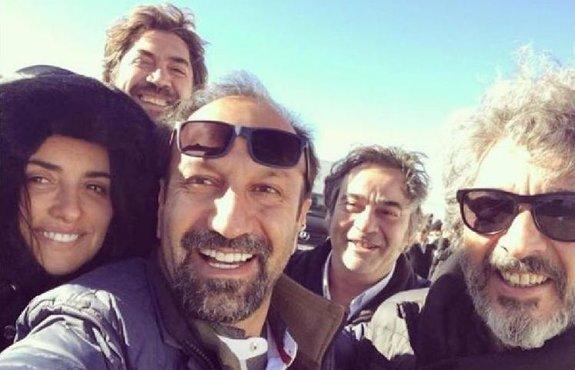 Асгар Фархади с актерами на съемках