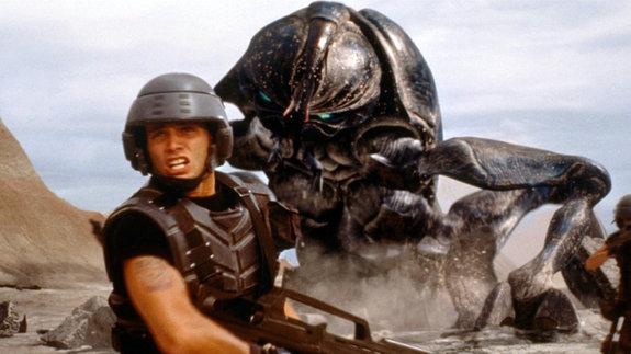 «Хороший жук — мертвый жук»: 20 лет фильму «Звездный десант» Пола Верховена