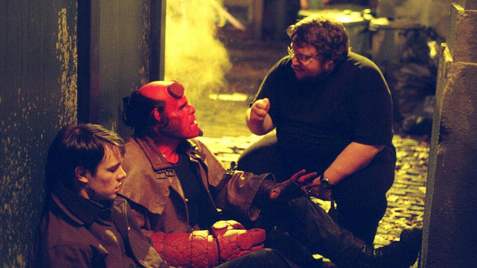 Гильермо дель Торо на съемках фильма «Хеллбой» в 2004 году