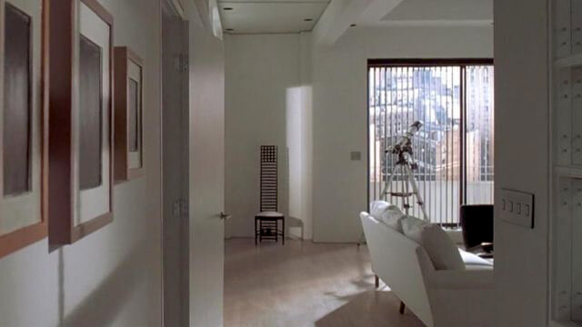 «Гипсовые суррогаты» Аллана МакКоллума в квартире Бэйтмена («Американский психопат»)