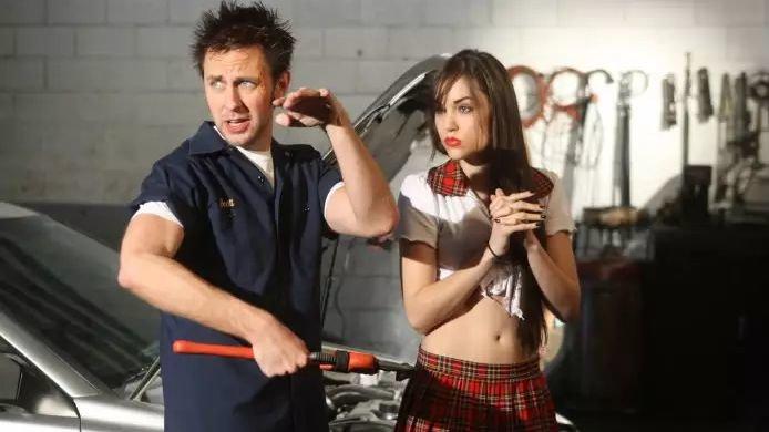 Джеймс Ганн иСаша Грэй насъемках сериала «Порно для всей семьи»