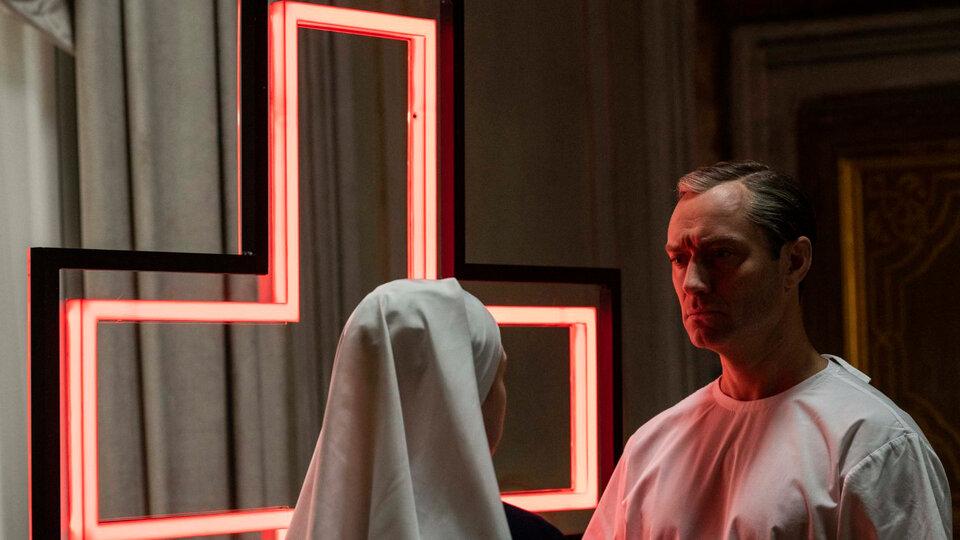 Что смотреть дома: «Новый Папа», «Необыкновенный плейлист Зои» и «Девятая»