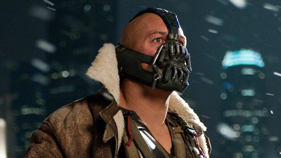 Из-за коронавируса в Штатах выросли продажи маски Бэйна из «Темного рыцаря»