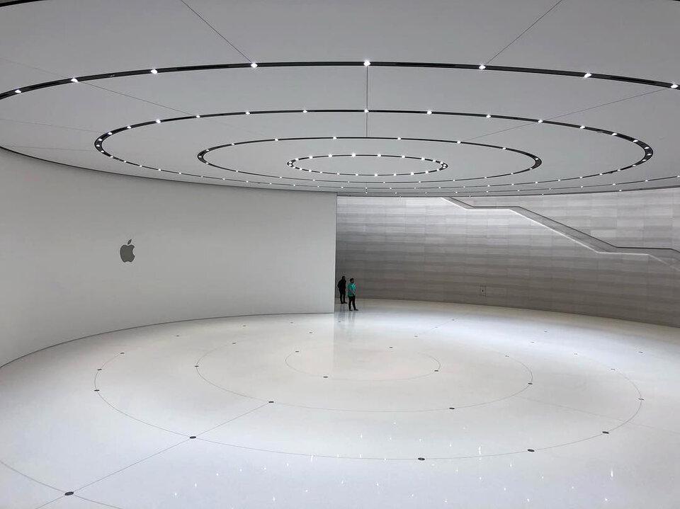 Внутри айфона: Здание театра имени Стива Джобса / фото: Иван Филиппов