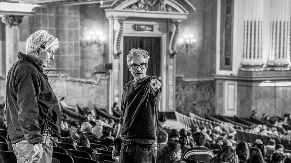 Альфонсо Куарон на съемках фильма «Рома»