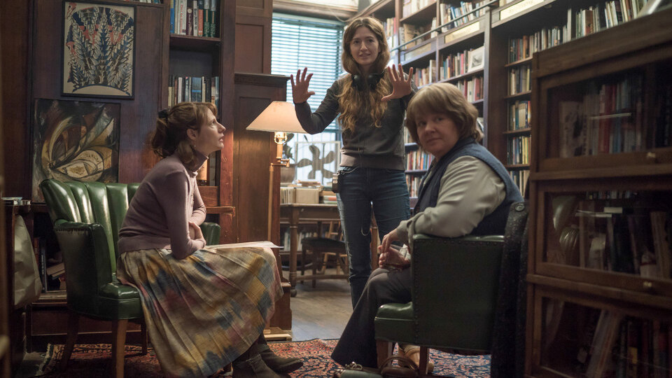 Мелисса Маккарти, Долли Уэллс и Мариэль Хеллер на съемках фильма «Сможете ли вы меня простить?»