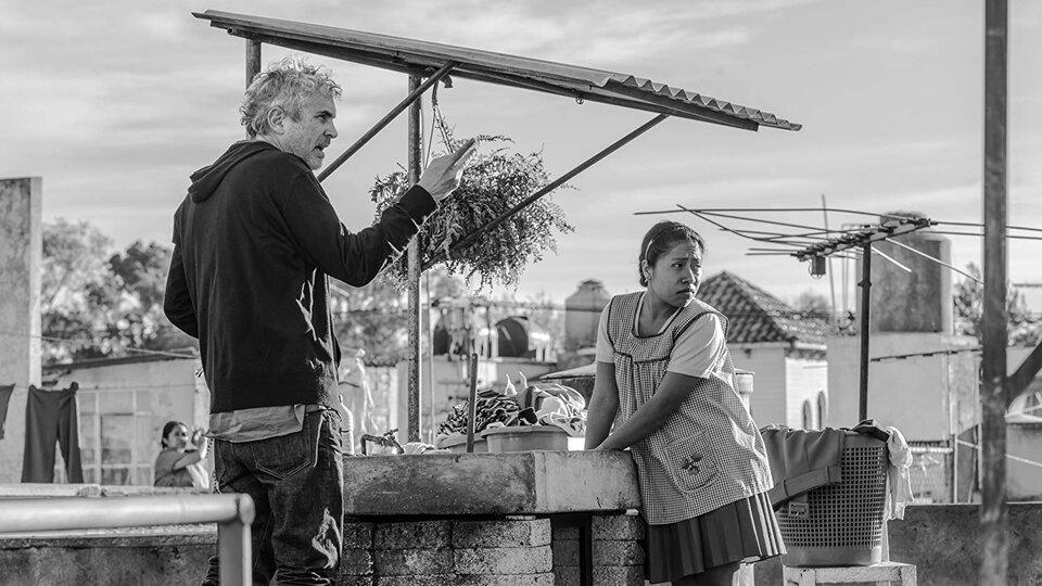 Альфонсо Куарон и Ялица Апарисио на съемках фильма «Рома»