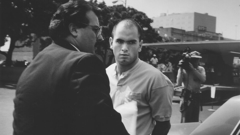 Полиция Лос-Анджелеса конвоирует Роберта Бардо на заседание суда 10 августа 1989 года / Фото: Rick Meyer, Los Angeles Times via Getty Images
