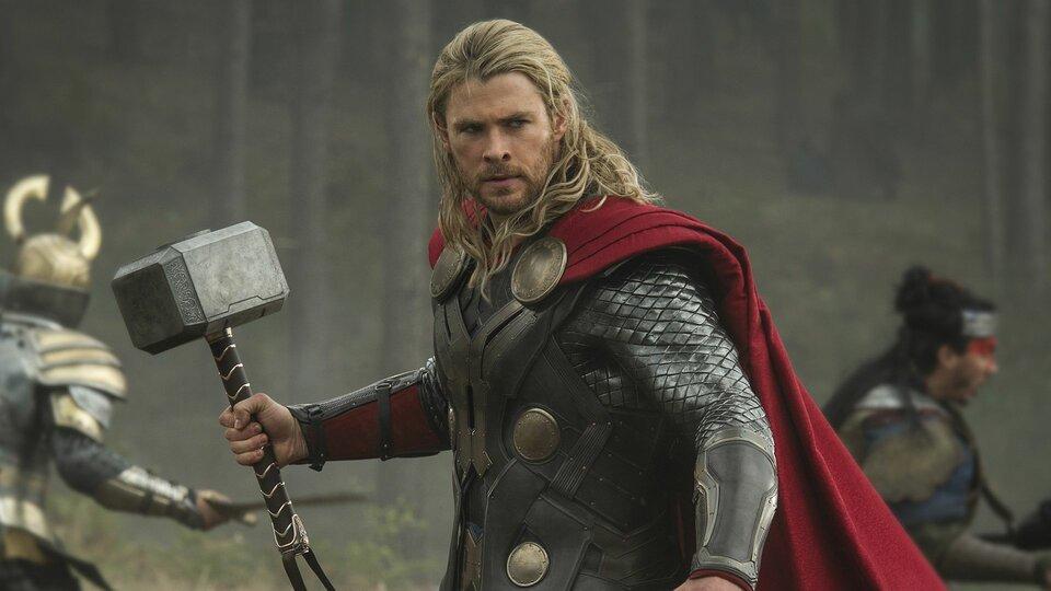 Жена Криса Хемсворта не хочет видеть дома молот Тора. Но актер все равно его постоянно достает — Новости на КиноПоиске