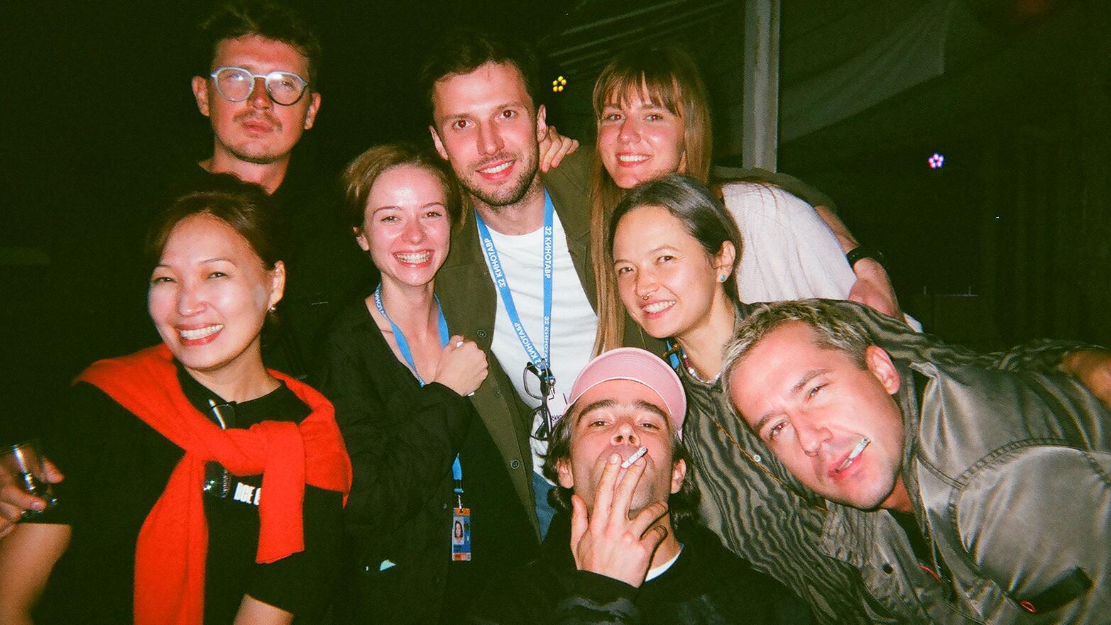 #щелкнапамять: звезды снова снимают фестиваль «Кинотавр» напленочные фотокамеры