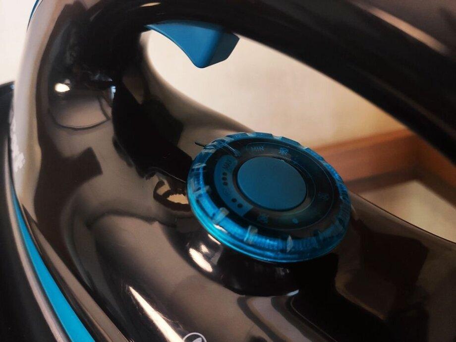Ксожалению, нет возможности регулировать мощность пара, носпомощью колёсика дисковода под ручкой утюга можно установить температурный режим взависимости оттипа ткани