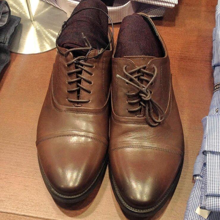 Оксфорды— классические кожаные ботинки сцельным кроем. Называются они так, потому что популяризаторами моды были студенты Оксфорда