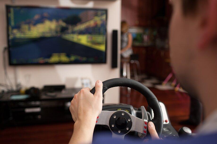 Руль— один изсамых популярных аксессуаров для приставок, который делает любые гонки интереснее