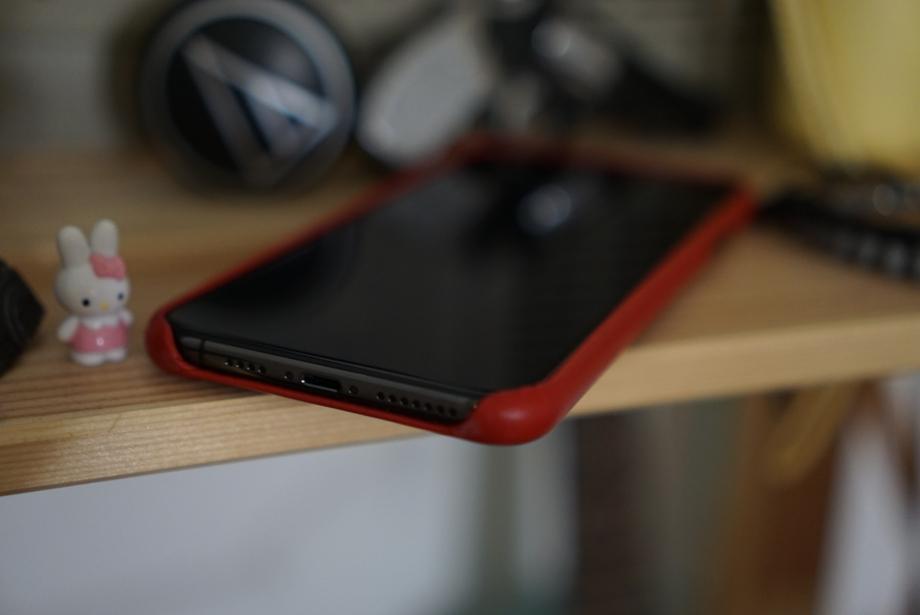 Грани телефона сделаны из медицинской стали, которая должна выдержать годы даже не самой бережной эксплуатации